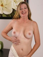 California MILF Jules poses with her pussy spread wide