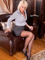 Busty pltinum blonde Anilos Jan Burton spreads her slick pussy