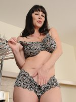 Beautiful MILF RayVeness looking hot as hell in her bra and panties