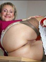 Amateur busty MILF Michelle