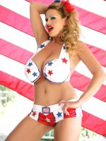 Kelly loves yanking, she also loves this country - in honor of the 4th of July, she's dressing up as Yankee Doodle Dame!