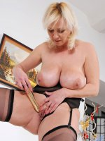 Naughty Anilos Kimi tortures her cougar snatch with a dildo
